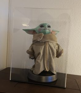Baby Yoda in Vitrine