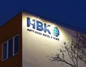 HBK Lichtwerbung Fassade 1