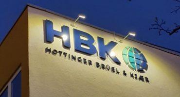 HBK Lichtwerbung Fassade Start